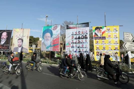 Affiches de campagne pour les élections législatives dans le centre de Téhéran, mardi 23 février.