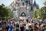 Des touristes à Disneyland Paris à Marne-la-Vallée en août 2015.