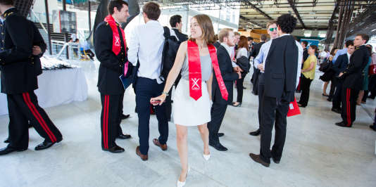 Cérémonie des diplômes pour les étudiants de l'école polytechnique, surnommée l'X, à Paris, qui a annoncé le 22 février la création d'un nouveau diplôme niveau master, le graduate degree, accessible après un bachelor ou une licence.