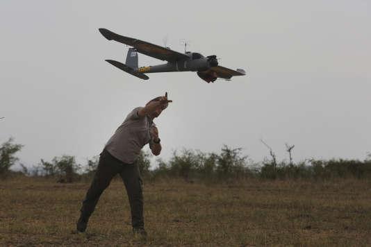 Le geste auguste du lanceur d'aile volante.