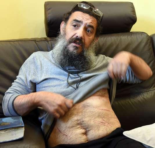 Tsion Sylvain Saadoun (ici à son domicile à Marseille le 19 novembre 2015 ) affirme avoir été victime d'une agression antisémite.