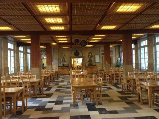 La salle à manger de la Maison des compagnons, à Paris.