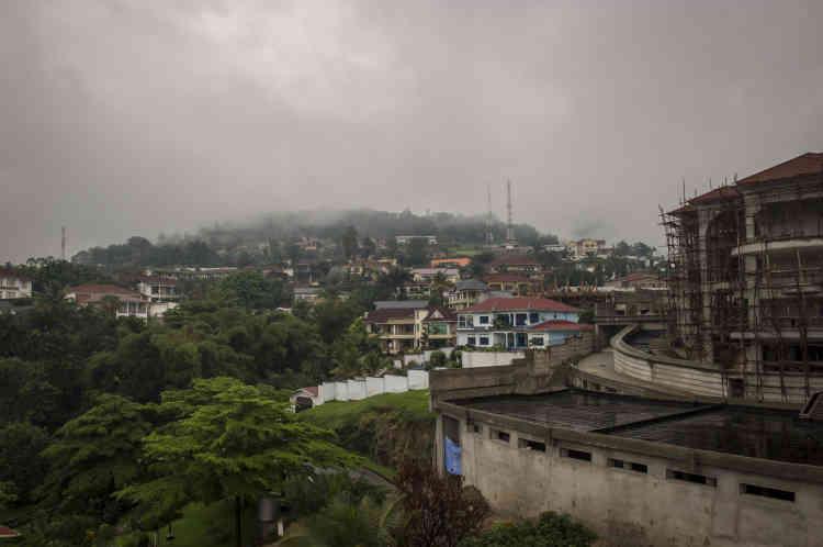 Travaux de construction dans le quartier huppé de Kiriri, sur les hauteurs du centre-ville, le 23 janvier. Le quartier abrite de nombreuses ambassades, et de nombreuses personnalités politiques y ont leur résidence.