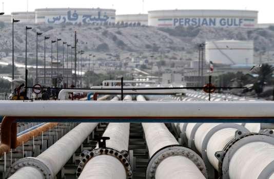 Installations pétrolières sur l'île iranienne de Kharg, dans le golfe Persique, à25kilomètres des côtes perses.