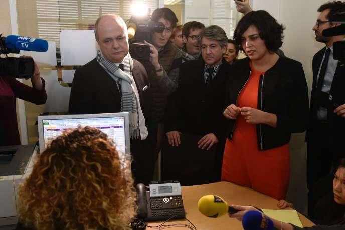 La ministre du Myriam El Khomr au Pole emploi de Saint-Ouen (Seine-Saint-Denis), le 24 février 2016.
