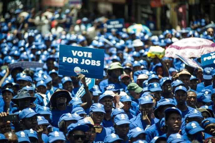 Des milliers de militants du principal parti d'opposition sud-africain, l'Alliance démocratique, ont défilé à Johannesburg,  le 27janvier,  pour exiger  des mesures de lutte contre le chômage.