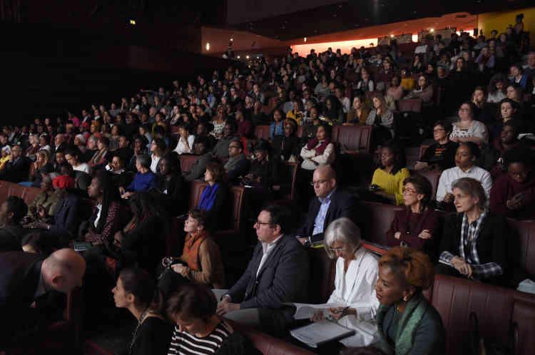 """L'audience des débats du """"Monde Afrique"""", au Musée du quai Branly."""