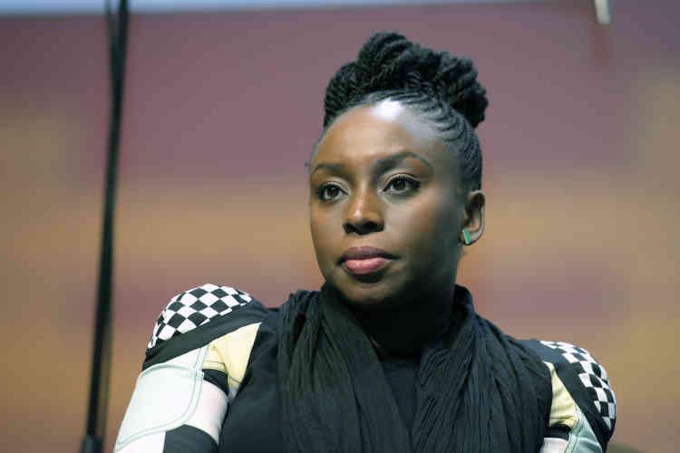 """L'écrivain nigériane Chimamanda Ngozi Adichie : """"Pas besoin de devenir un homme pour avoir les mêmes droits que les hommes !"""""""