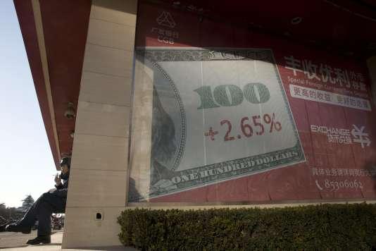 Une agence bancaire, à Pékin, mardi 16 février.