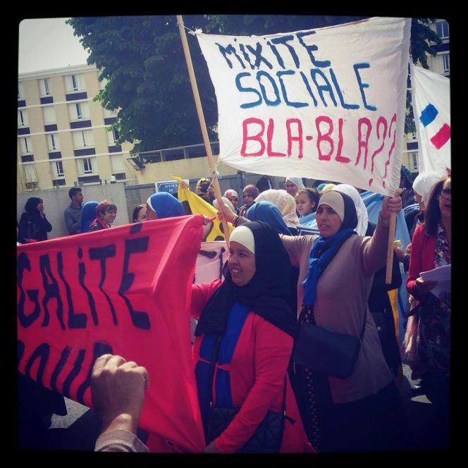 Manifestation de parents du quartier du Petit Bard, à Montpellier, pour réclamer davantage de mixité dans leurs écoles.