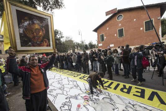 Manifestation, le 25 février devant l'ambassade d'Egypte à Rome, après la mort de l'étudiant italien Giulio Regeni.