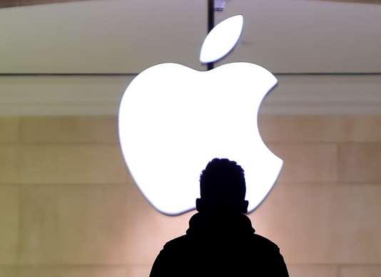 Depuis l'attentat survenu à San Bernardino (Californie) en décembre 2015, le FBI demande à Apple un outil de déverrouillage pour entrer dans l'iPhone d'un des terroristes.