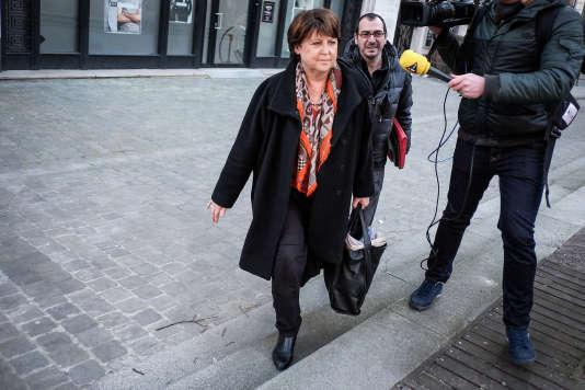 Martine Aubry sort des studios de RTL, à Lille, jeudi 25 février.