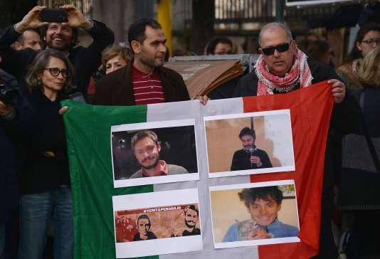 Manifestation devant l'ambassade égyptienne à Rome le 25 février. / AFP / FILIPPO MONTEFORTE