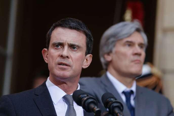 Le premier ministre, Manuel Valls, et le ministre de l'agriculture, Stéphane Le Foll, à l'hôtel Matignon à Paris le 25 février 2016.