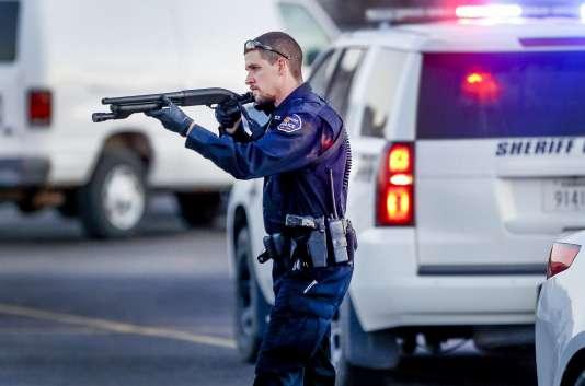 La fusillade a eu lieu dans une entreprise qui fabrique des tondeuses à gazon.