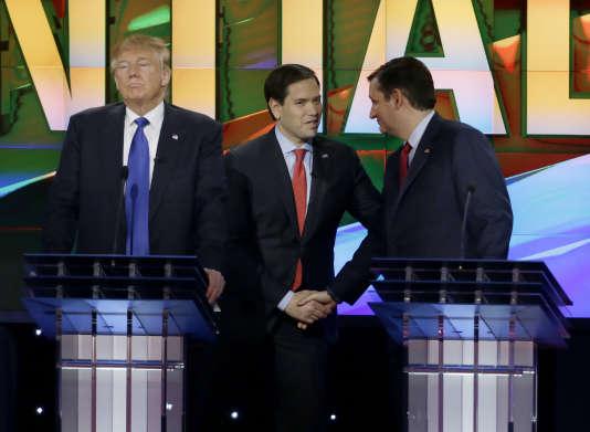 De gauche à droite, les candidats à l'investiture républicaine Donald Trump, Marco Rubio et Ted Cruz, font une pause lors du débat jeudi 25 février à Houston.
