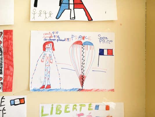 Après les attentats et le couvre-feu, les enfants du quartier des Champs-Plaisants, à Sens, se sont exprimés par des dessins.