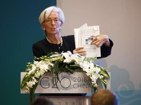 Christine Lagarde, directrice générale du Fonds monétaire international (FMI), présente un rapport lors d'une session précédent le sommet des ministres des finances du G20, le 26 février 2016 à Shanghai.
