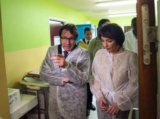 Marisol Touraine (ici au CHU LaMeynard, en Martinique), la ministre de la santé, a annoncé le 27février un cas de transmission de Zika lors d'un rapport sexuel et non par l'intermédiaire d'un moustique.