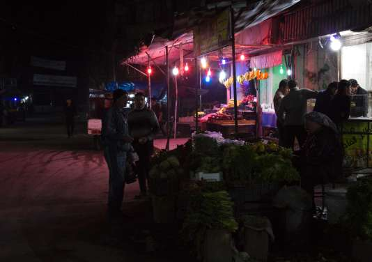 Dans un des marchés d'Alep, quelques heures avant l'entrée en vigueur d'un cessez-le-feu dans le pays, le 26 février.