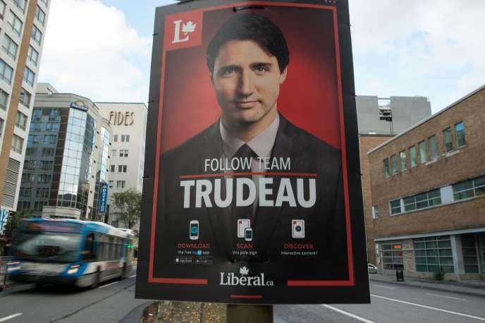 Une affiche de campagne de Justin Trudeau à Montréal, en octobre 2015.