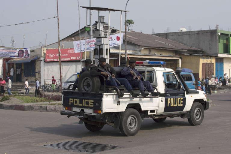 Une patrouille policière à Kinshasa, le 16 février.