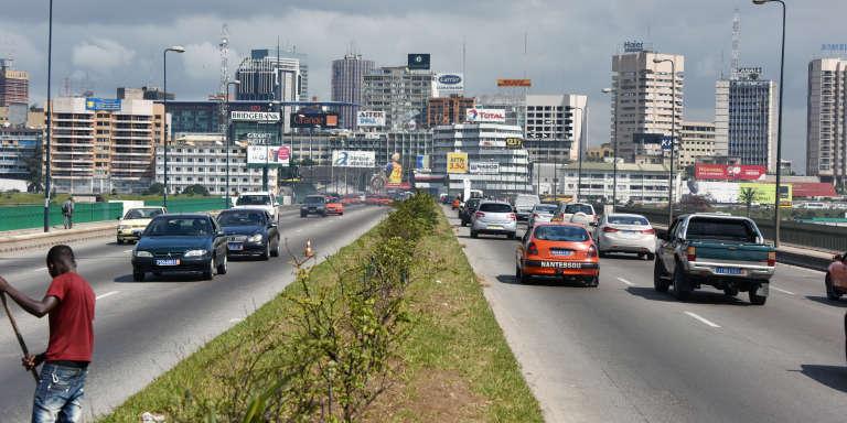 Abidjan, le 20 septembre 2014 sur le pont Général-de-Gaulle, proche du centre des affaires.