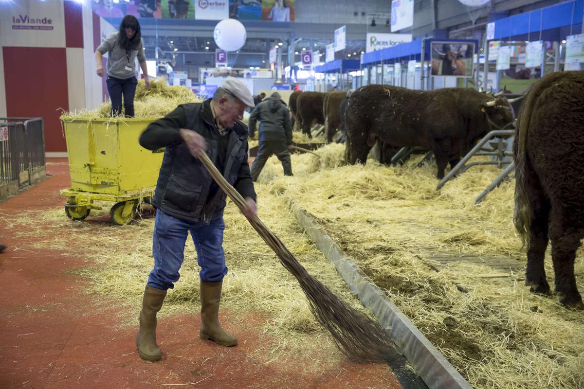 Le Salon de l'agriculture s'est ouvert samedi sur fond de crise profonde dans le secteur.