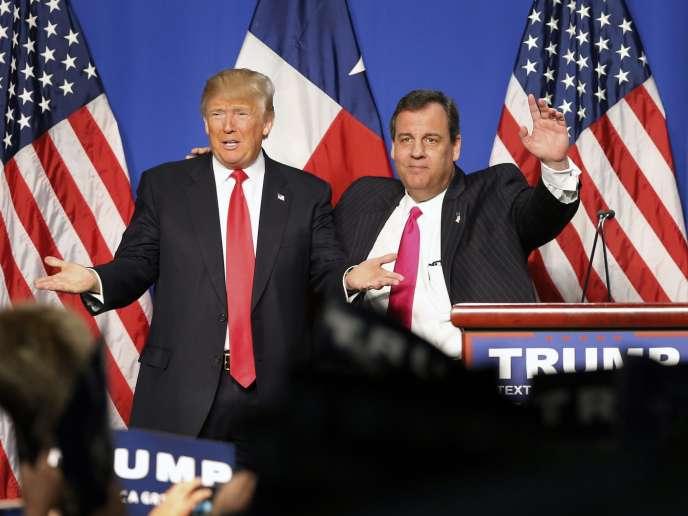 Chris Christie (à droite), venu apporter son soutien à Donald Trump, lors d'un meeting à Fort Worth (Texas), le 26février.