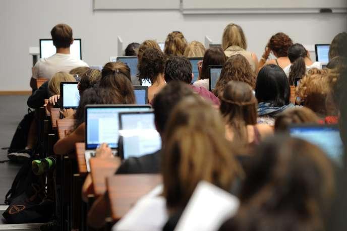 Des étudiants en cours à l'Université Paul Valéry à Montpellier en septembre 2015.