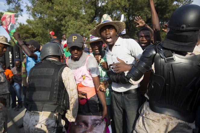 Lors d'une manifestation anti-gouvernement à Port-au-Prince le 6 février 2016.