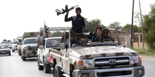 Des miliciens membres de la coalition de Fajr Libya, qui contrôle la ville de Sabrata, en Libye, le 28 février 2016.