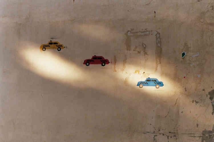 Des dessins d'enfants sur un mur près d'une base militaire dans le quartier de Badaro.