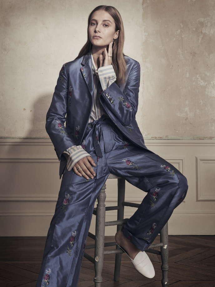 Chemise en coton AMI et costume en soie brodée Gucci, qui livre sa vision «sans genre» de la mode.