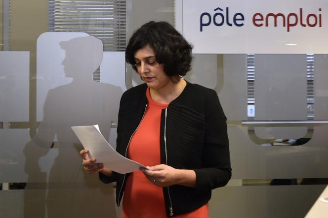 Myriam El Khomri dans une agence Pole emploi à Saint-Ouen le 24 février.