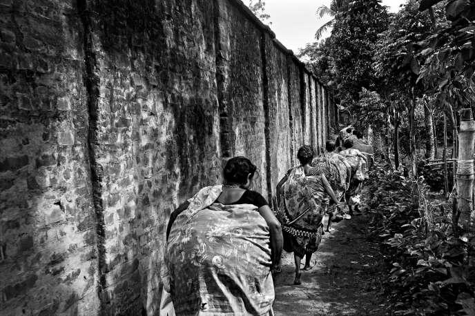 Le mur de séparation entre  l'Inde et le Bangladesh, érigé en2007.
