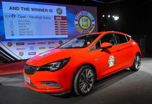 L'Opel Astra présentée après sa désignation comme Voiture de l'année 2016 au Salon automobile de Genève, le 29 février 2016.