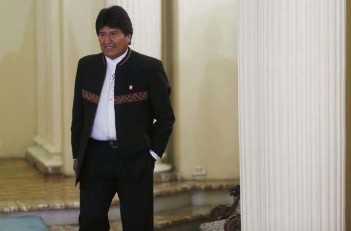 Le président bolivien Evo Morales arrive à une conférence de presse où il doit évoquer le cas de Gabriela Zapata, à La Paz, le 29 février.