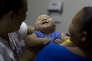 Un enfant né avec une microcéphalie, à Joao Pessoa, dans le nord-est du Brésil, le 25 février.
