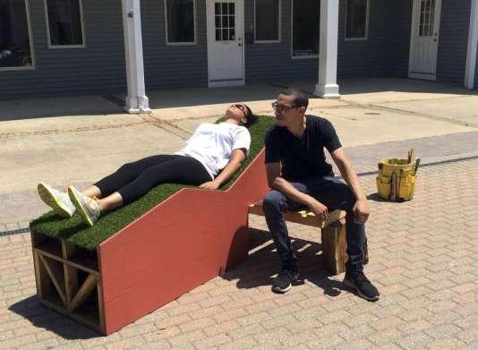 """Le """"Corbu Bench"""" dans une rue de Madison, dans le Connecticut."""