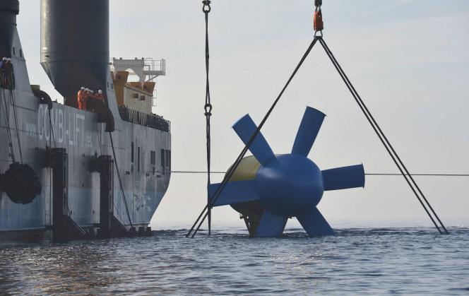 L'hydrolienne D10 de Sabella, lors de son immersion le 25 juin 2015.
