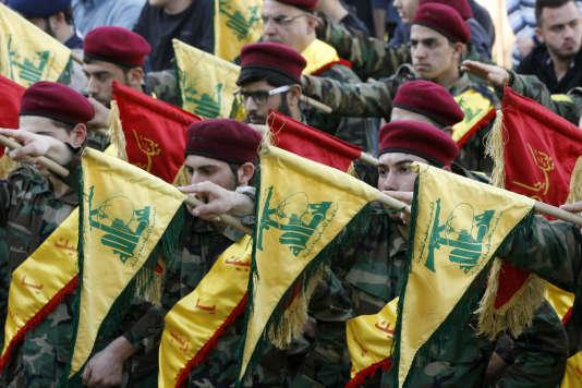 Des soldats du Hezbollah lors des funérailles d'un de leurs chefs le 1er mars.