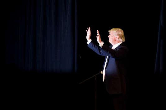 Les adversaires de Donald Trump l'accusent régulièrement de tenir des propos populistes et démagogiques pour séduire les électeurs.
