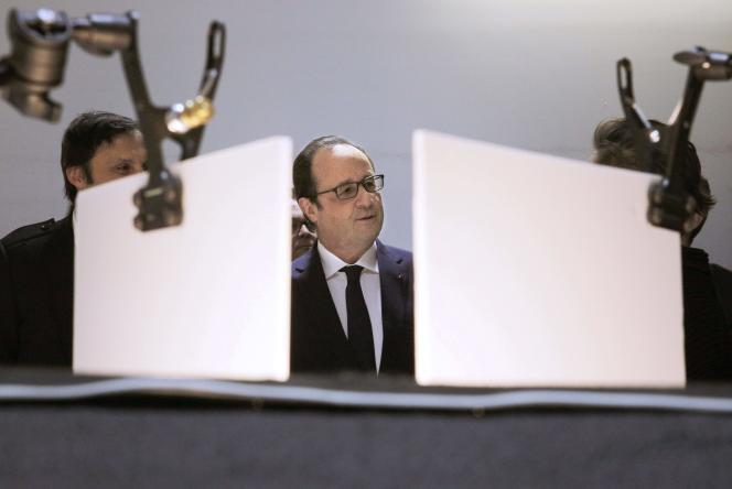 Le président François Hollande visitant la startup Showroomprive à La Plaine Saint-Denis, le 1er mars 2016.