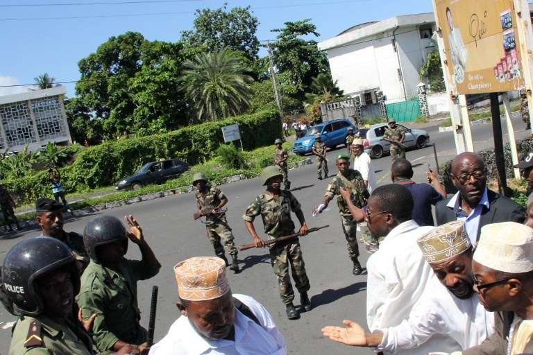 Lors de la manifestation pour demander le recomptage des voix après le premier tour de l'élection présidentielle, à Moroni le 27 février.