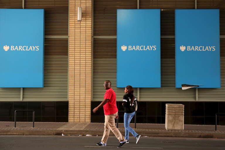 Des affiches Barclays, à Johannesbourg.