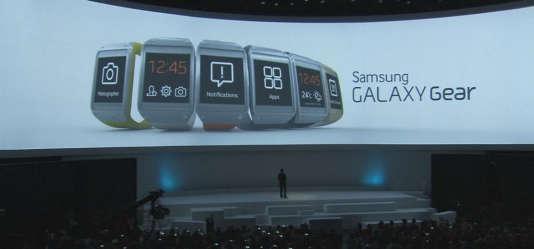 """""""Des hackers ont réussi à reconstituer le contenu d'un courriel rédigé par un porteur de smartwatch en captant les mouvements de son poignet. Chaque objet connecté est une source de fuite ou d'intrusion potentielle"""" (Photo: Samsung et sa montre connectée, la Galaxy Gear)."""