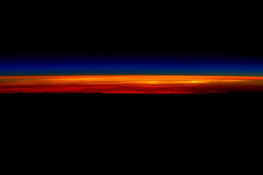 Lever de soleil vu depuis la station le 1er mars, à quelques heures du retour de Scott Kelly sur terre.