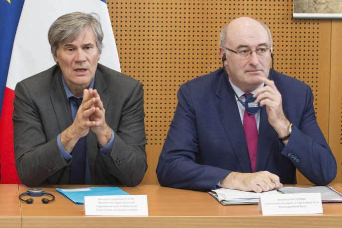 Stéphane Le Foll, le ministre français de l'agriculture, et Phil Hogan, le commissaire européen chargé du secteur, à Paris le 2 mars.